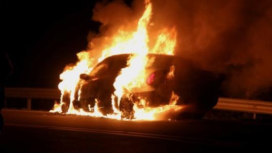 In Salzgitter ist in der Nacht ein Auto abgebrannt.