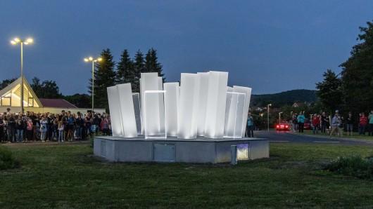 Der neue Salzkristall erstrahlt in Salzgitter-Bad. Das Kunstwerk