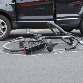 Am Kurt-Schumacher-Ring in Lebenstedt hat es einen schweren Verkehrsunfall gegeben.