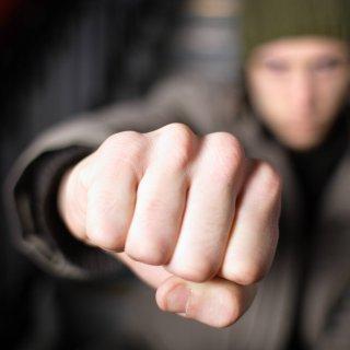 Salzgitter: Gruppe prügelt auf 45- jährigen Mann ein. (Symbolbild)