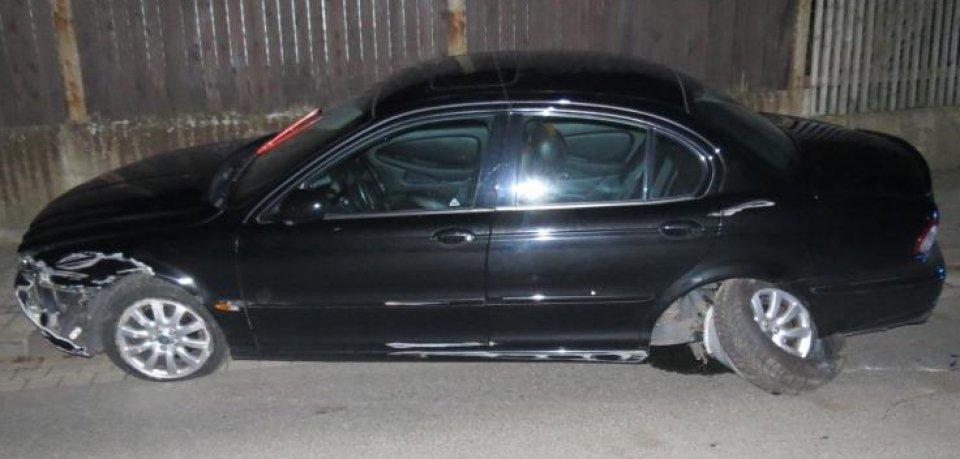 Der Jaguar des Mannes aus Salzgitter war nach dem Unfall nicht mehr fahrtüchtig...
