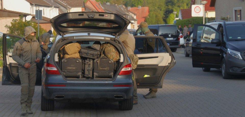 Speziell geschulte Kräfte der Polizeidirektion Braunschweig waren am Dienstagmorgen in Salzgitter im Einsatz.