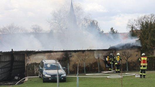 In Baddeckenstedt im Landkreis Wolfenbüttel ist ein Feuer in einer Lagerhalle ausgebrochen!