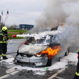 In Salzgitter brannte plötzlich ein Auto. Der Fahrer konnte sich retten.