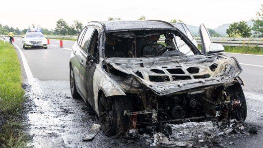 Auf der A39 in Salzgitter ist ein Auto komplett ausgebrannt.