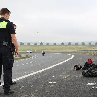 Einen schweren Motorradunfall hat es am Samstagmorgen auf der A39 bei Salzgitter gegeben.