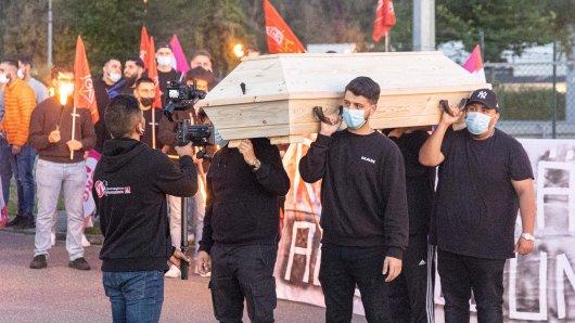 Arbeitnehmer der VW-Tochter MAN haben in Salzgitter einer Mahnwache abgehalten!