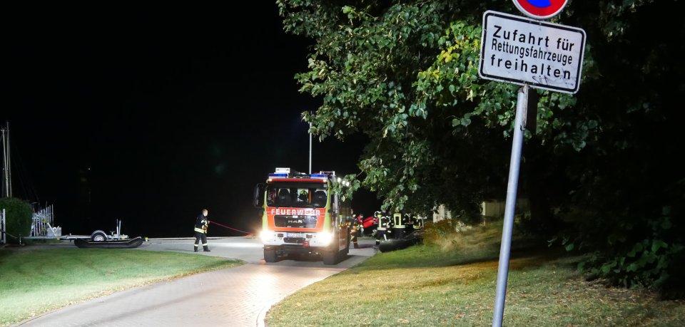 Salzgitter: Dienstagnacht rückte die Feuerwehr zu einem Großeinsatz am Salzgitter See aus. Ein Mann wurde vermisst.