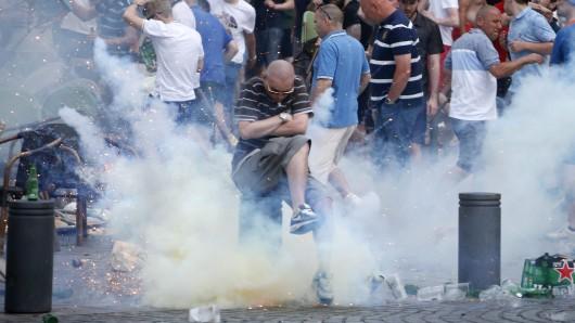 Hooligan-Randale rund um das EM-Spiel Russland gegen England.