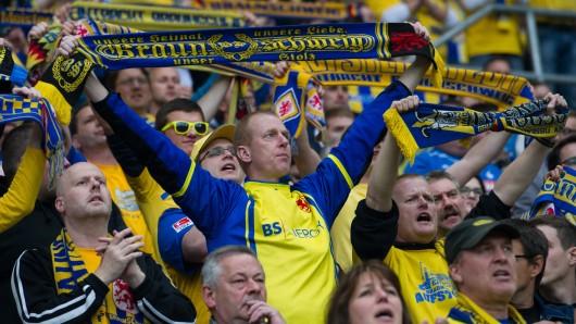 Eintracht-Fans in ihrem Element.