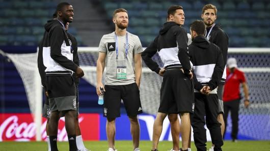 Von links: Deutschlands Antonio Rüdiger, Shkodran Mustafi, Julian Draxler, Amin Younes und Kevin Trapp beim Abschlusstraining in Sotschi.