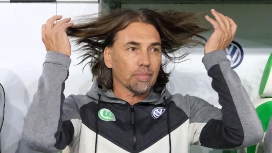 Hauptsache die Haare liegen: VfL-Coach Martin Schmidt.