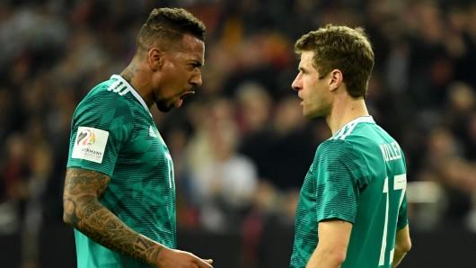 Torschütze Thomas Müller (rechts) jubelt mit Jerome Boateng über seinen Treffer zum 1:1.
