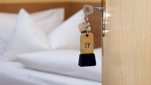 Eine Frau (46) zahlte in Celle mehrere Hotelrechnungen nicht und landete dann in Untersuchungshaft.