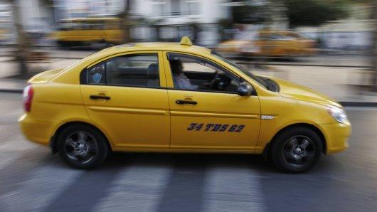 Ein klassisches türkisches Taxi. In so einem Auto saß die Österreicherin Aylin S. (20).