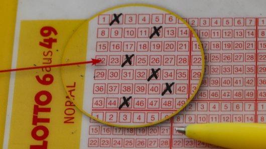 Lotto: Trotz Milliongewinn dürfte sich ein Mann aus Ingolstadt über ein Detail auf seinem Lottoschein mächtig ärgern. (Symbolbild)