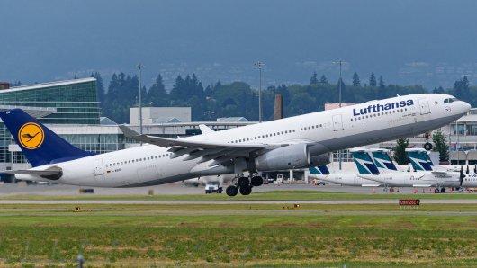 Lufthansa: Eine Kundin ist außer sich.