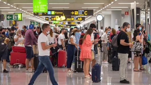 Urlaub auf Mallorca: Passagiere sind schockiert über Mega-Chaos am Flughafen. (Symbolbild)