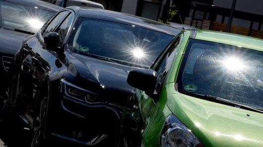 Ein Vater hat in München seine Kinder im heißen Auto sitzen lassen. (Symbolbild)