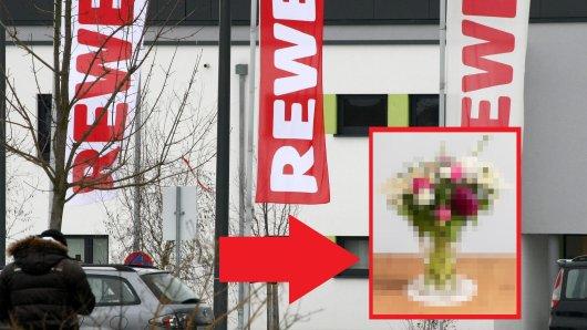 Rewe: Eine Kundin kauft Blumen – was sie dann zu Hause entdeckt, macht sie wütend. (Symbolbild)