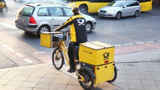 Deutsche Post: Ein Mann hat online bestellt und sich das Paket nach Hause liefern lassen. Doch der Bote hatte eine Überraschung für den Kunden parat. (Symbolbild)