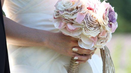 Ein Paar hatte kurz vor seiner Hochzeitsfeier Bedenken. Diese sollten sich dann leider auch bestätigen. (Symbolbild)