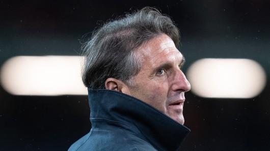 VfL-Coach Bruno Labbadia stört das Spiel einen Tag vor Weihnachten nicht. (Archivbild)
