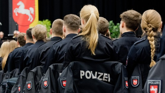 Mehrere Kolleginnen beschuldigen den Polizisten aus Hannover (Symbolbild).