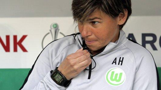 Ariane Hingst, Co-Trainerin beim VfL Wolfsburg hat Post bekommen.