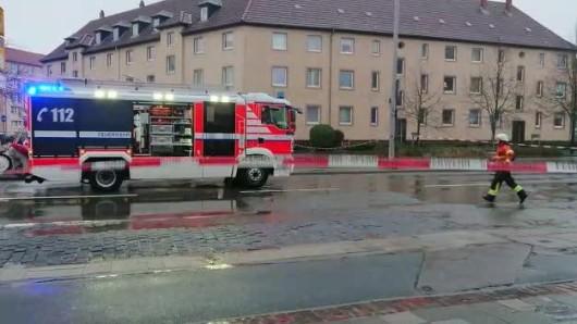 Sturmtief Friederike: Die Feuerwehr musste gestern in Braunschweig den Sackring sperren - inzwischen ist auch hier wieder freie Fahrt.