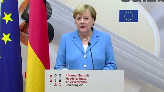 Bundeskanzlerin Angela Merkel (CDU) stellt sich in Hannover Fragen von Jugendlichen (Archivbild).