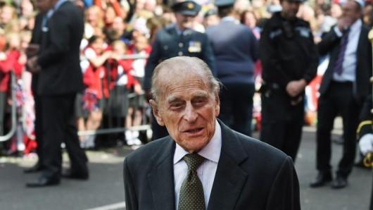 Prinz Philip freut sich auch über die vielen Menschen.