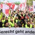 Streikende während einer Kundgebung am Flughafen von Frankfurt am Main