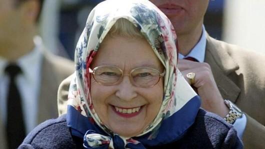 Die Queen kann sich auch an kleinen Dingen erfreuen.