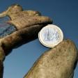Dauerbezieher von Hartz IV sollen künftig länger in Ein-Euro-Jobs arbeiten können.