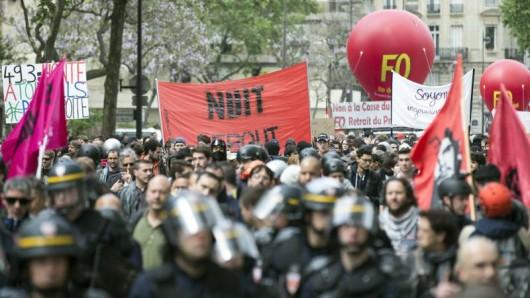Tausende Franzosen protestieren in Paris gegen eine geplante Arbeitsmarktreform.