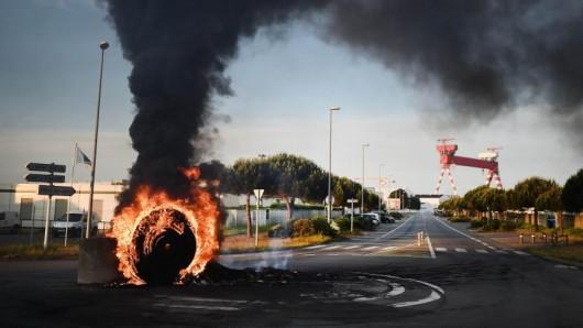 Blockade des Hafens von Saint-Nazaire: Aktionen gegen die Arbeitsmarktreform hatten in den vergangen Tagen zu Versorgungsengpässen geführt.