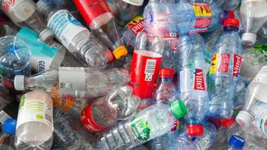 Zu den Firmen, die sich der Einweg-Flaschen-Initiative angeschlossen haben, gehören viele Branchengrößen.