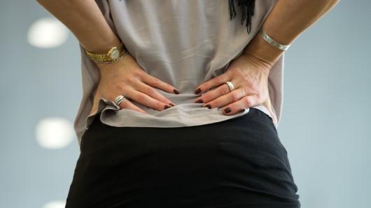 Welche Risikofaktoren begünstigen Rückenschmerzen? Die DAK gibt heute Antworten auf die wichtigsten Fragen. (Symbolbild)