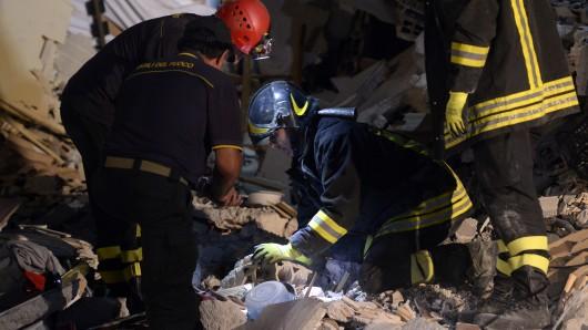 Die Rettungskräfte suchen in Amatrice unermüdlich nach Überlebenden.