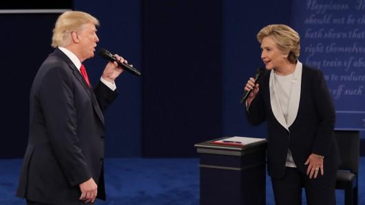 Donald Trump und Hillary Clinton während des zweiten TV-Duells.
