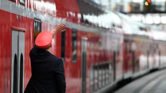 Ein Zugbegleiter hat das Mädchen in der Nähe von Berlin erkannt (Symbolbild).
