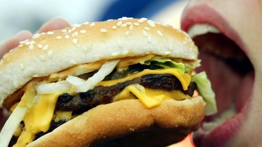 Die Gastro-Gewerkschaft NGG droht mit Warnstreiks – etwa bei McDonald's, Burger King und  Starbucks.