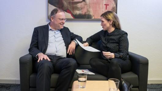Niedersachsens Ministerpräsident Stephan Weil (SPD) und NP-Redakteurin Mirjana Cvjetkovic.