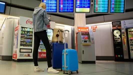 Sie muss umplanen: Streik am Flughafen Tegel.