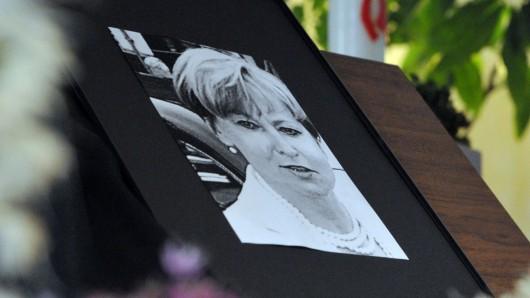 In einer Kirche in Heidenheim ist nach dem Tod von Maria Bögerl ein Porträt der Getöteten zu sehen.