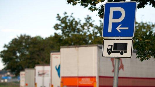 Der Fahrer bemerkte den Diebstahl nach eigenen Angaben erst am Morgen während der Abfahrtkontrolle (Symbolbild).