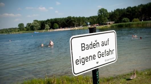 Im Altwarmbüchener See hat es ein Unglück gegeben. Ein Jugendlicher ist nicht mehr aufgetaucht (Symbolbild).