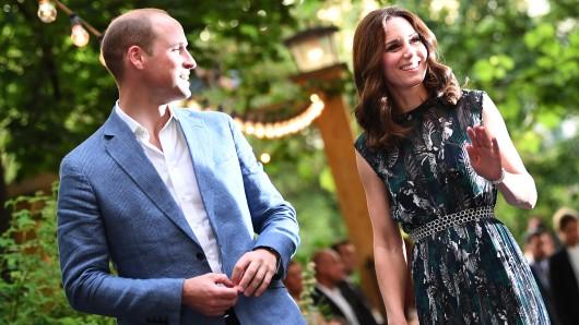 Prinz William und seine Frau Kate im Clärchens Ballhaus in Berlin.