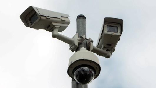 Die Polizei Wolfsburg überwacht das Veranstaltungsgelände mit Videokameras. (Symbolbild)